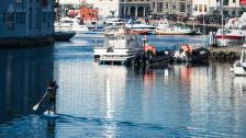 Kvällspromenad på vattnet I Norges Venedig